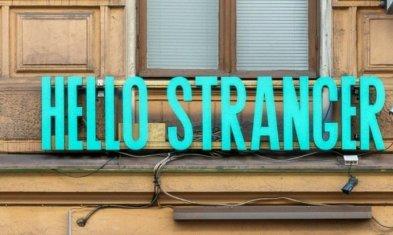 Perfekte Jobtitel: Hello Stranger